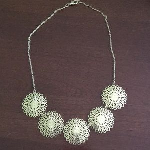 Jewelry - 3/$18 🌸 Gold flower necklace